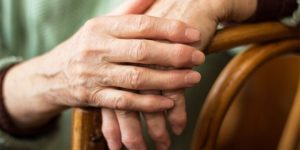 8166013-1revmatoidnyiy-artrit-paltsev-ruk-pervyie-simptomyi