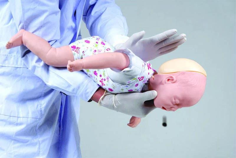 Что делать если грудной ребенок подавился или проглотил монету?
