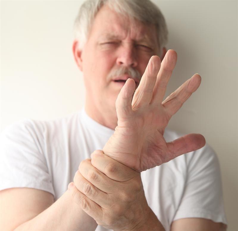 Почему при волнении трясутся руки даже у молодых людей?